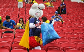 Clean-up activities instilled in Japanese people have led to thecollection of trash becoming a sports competition