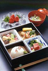 A hangetsu (half moon) bento box & Bento Boxes - Japanese Box Lunches - Virtual Culture - Kids Web ... Aboutintivar.Com