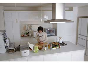 Japanese kitchen utensils range from traditional items to hi-tech  devices.CPanasonic