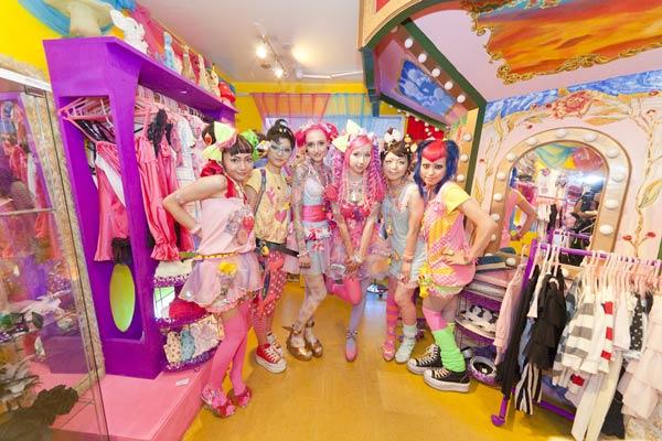 "98d56214ec ""Harajuku Kawaii"" fashion with distinct pop color scheme. © 6% DOKIDOKI"