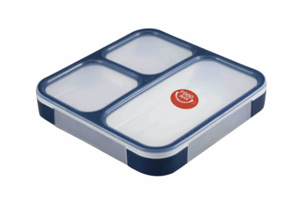 Many kinds of Bento boxes have been developed to suit a wide range of needs, such as a thin Bento box that easily fits in your bag.