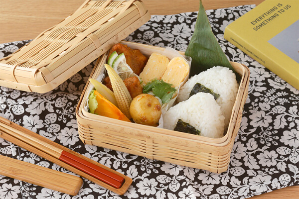 Bento boxes made from bamboo have good ventilation, so the insides do not get soggy.